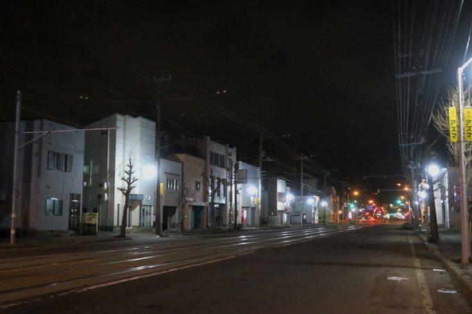 つい食べ過ぎて、途中まで歩いて帰ろうと思ったら、夜の23時台に全然タクシーが走っていなかった。