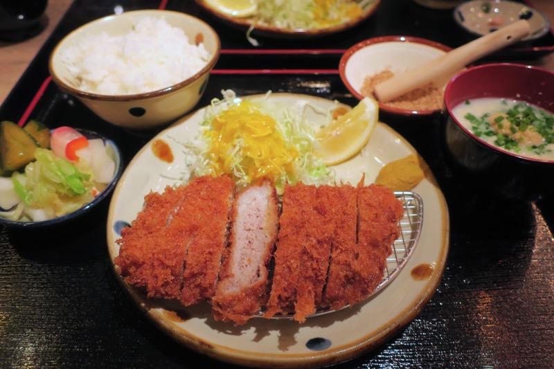 那覇・久茂地「沖縄とんかつ食堂しまぶた屋」やんばる島豚あぐーのももカツ定食(780円)