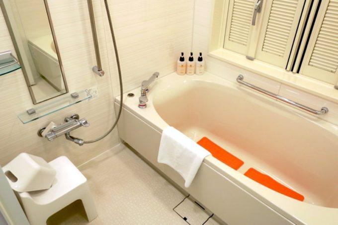 糸満「サザンビーチホテル&リゾート沖縄」9階のプレミアムクラブ・オーシャン・グランデのバスルーム。