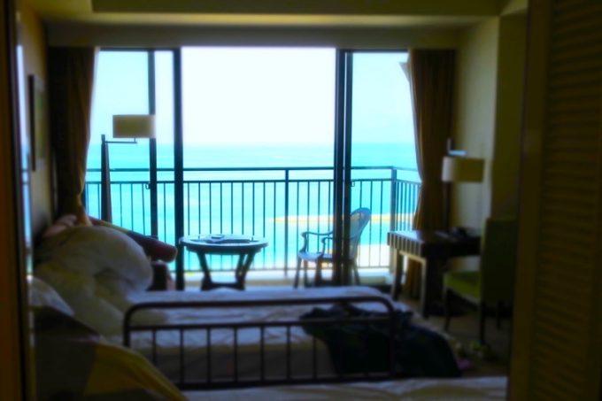 糸満「サザンビーチホテル&リゾート沖縄」9階のプレミアムクラブ・オーシャン・グランデのバスルームは、ビューバスになっている。
