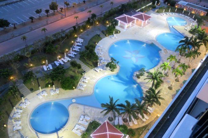 糸満「サザンビーチホテル&リゾート沖縄」のガーデンプール(客室からの眺め)