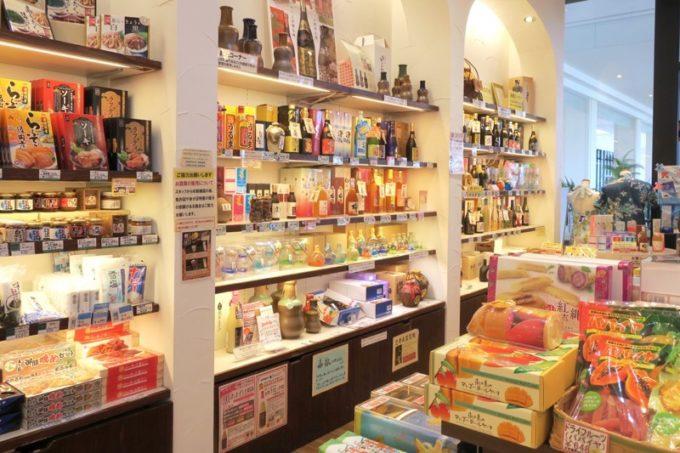 糸満「サザンビーチホテル&リゾート沖縄」のお土産コーナー。