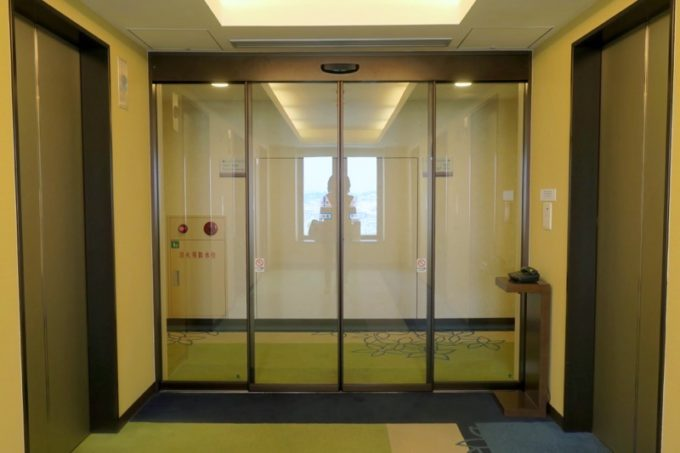 「サザンビーチホテル&リゾート沖縄」10階のセキュリティ。