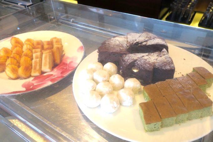 プレミアムラウンジのケーキ類。