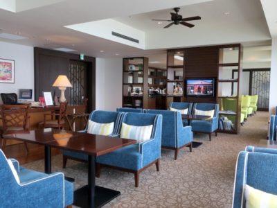 「サザンビーチホテル&リゾート沖縄」10階にあるプレミアムラウンジ内。