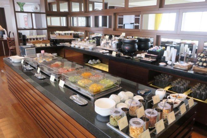 7時〜11時はコンチネンタルビュッフェスタイルの朝食が楽しめる。