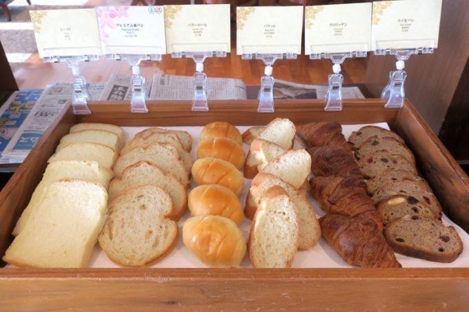 ホテルライクな自家製パンもいただける。