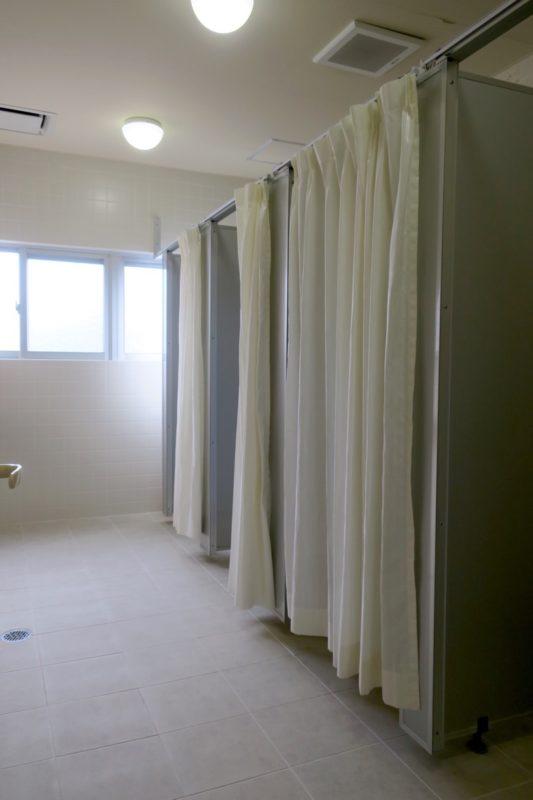 沖縄・今帰仁「あいあいファーム」団体部屋用のシャワールーム(その2)