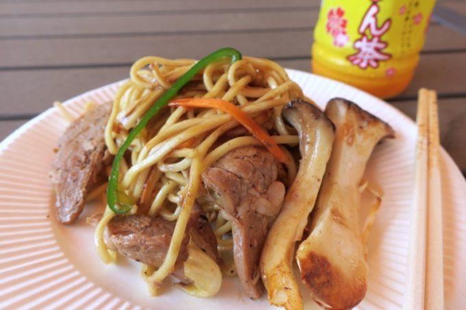 沖縄・今帰仁「あいあいファーム」のBBQで食べた焼きそば。