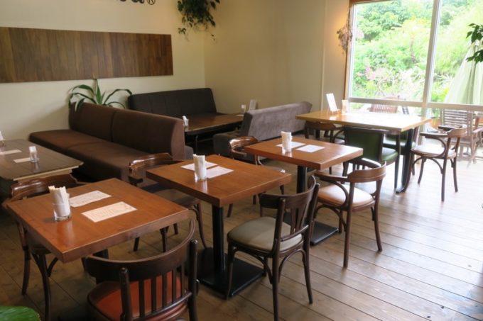 沖縄・今帰仁「あいあいファーム」のカフェの様子。