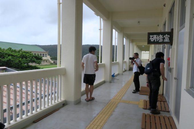 沖縄・今帰仁「あいあいファーム」の見学で歩き回る。
