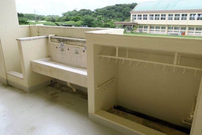 沖縄・今帰仁「あいあいファーム」のところどころに小学校らしさが残っている。