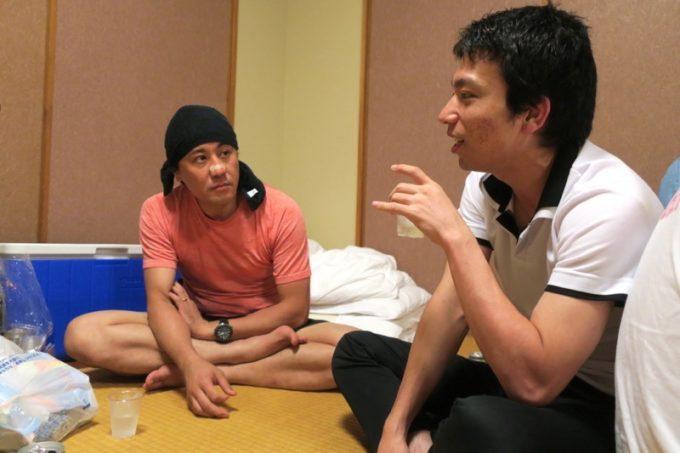沖縄・今帰仁「あいあいファーム」でヨッピーへの愛を語る参加者。