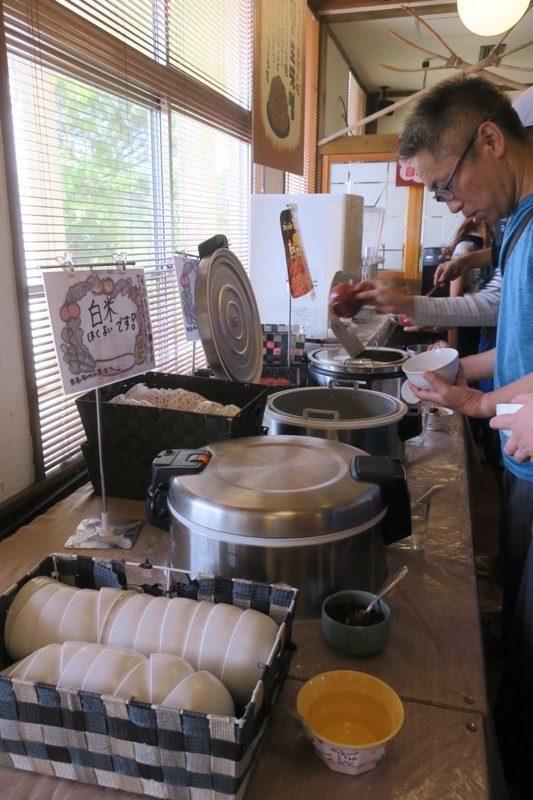 沖縄・今帰仁「あいあいファーム」で食べる朝食はハーフブッフェだった。