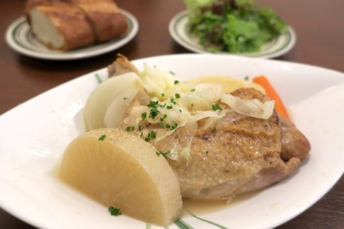 那覇・久茂地「Bistro Groin Groin(ビストログロングロン)」のランチ、骨付鶏モモ肉のポトフ(ドリンク付き、1000円)