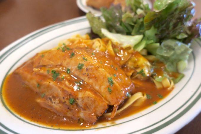 那覇・久茂地「Bistro Groin Groin(ビストログロングロン)」のランチ、豚バラ肉のトマト煮 フェットチーネ添え(1000円)