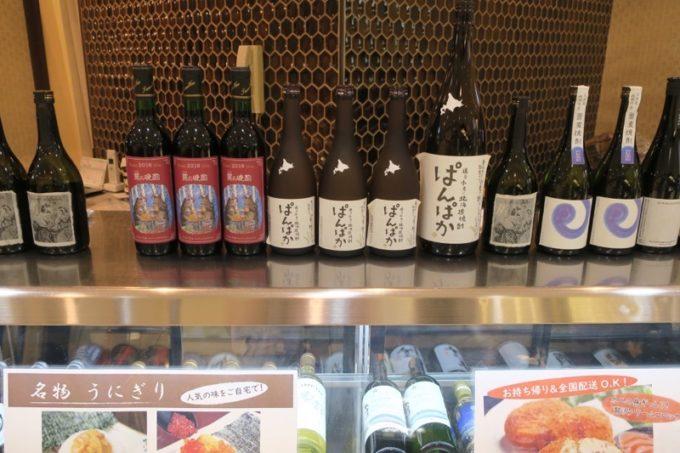 札幌・すすきの「函館 開陽亭 どさんこ家」の入り口に展示していた酒瓶。