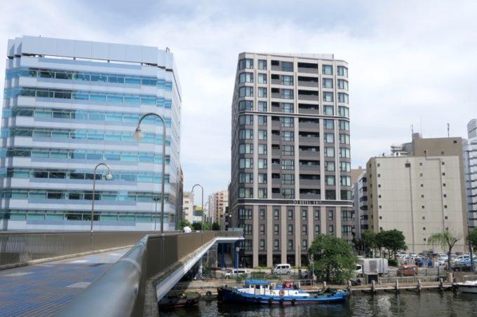 桜木町駅や馬車道駅から近い「ホテルエディット横濱」の外観。