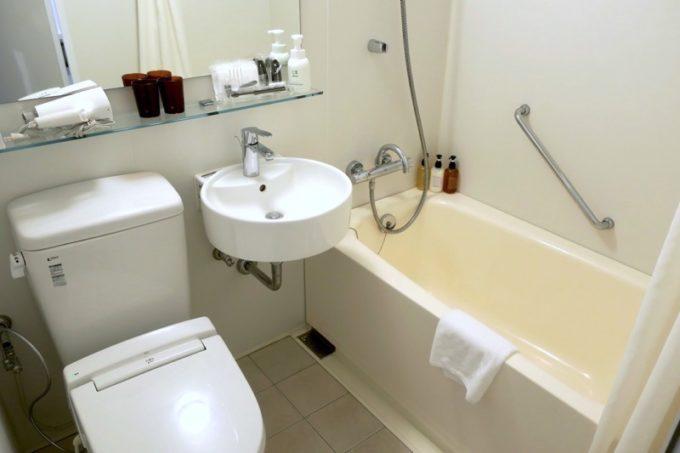 「ホテルエディット横濱」のバスルーム。