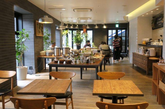 「ホテルエディット横濱」の朝食会場の様子。