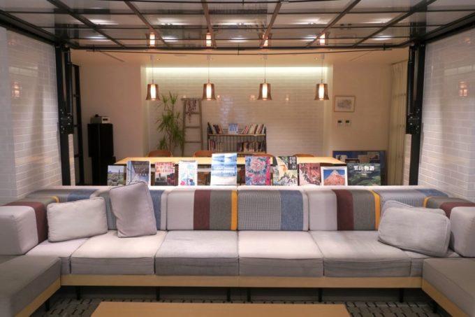 「ホテルエディット横濱」のロビー兼ライブラリー(その1)