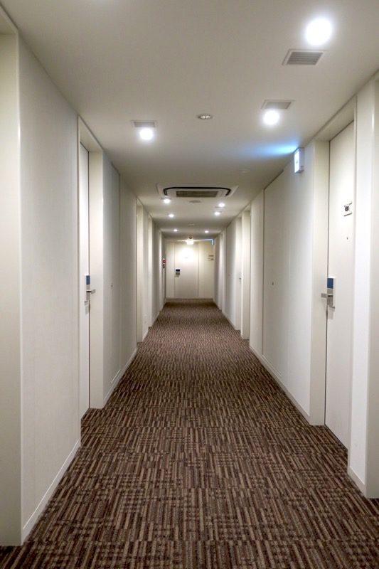 「ホテルエディット横濱」の客室階廊下。