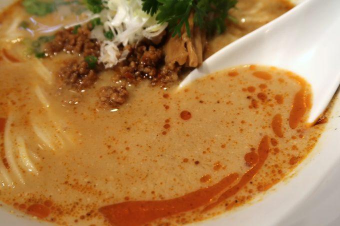 西原「支那そば かでかる」担々麺(850円)のスープは花山椒がきいてウマい。