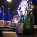 札幌・すすきの「北海道産酒BAR かま田」は夜景も日本酒も楽しめる。