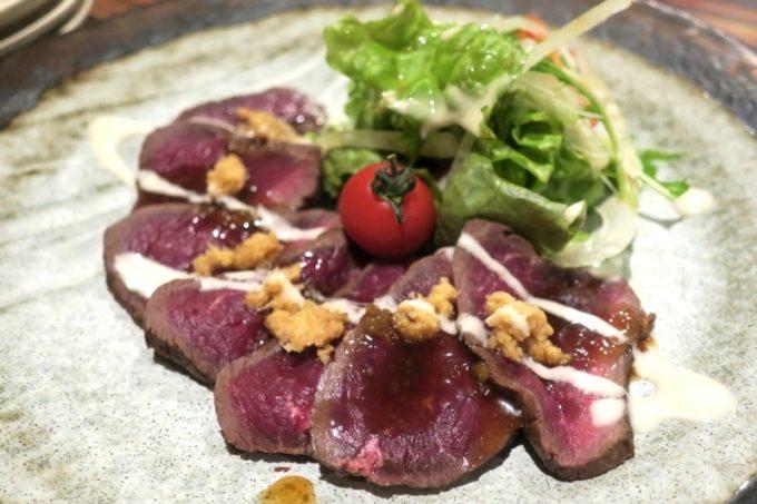 札幌・すすきの「旬菜鮮魚 味和久(みわく)」新得町えぞ鹿のたたき(980円)