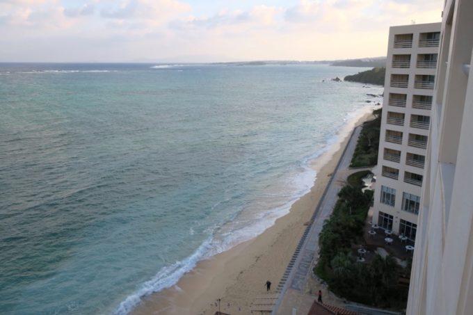 「リザンシーパークホテル谷茶ベイ」(2月下旬7時過ぎ、オーシャンビュースタンダードツイン9階からの眺め(その1)