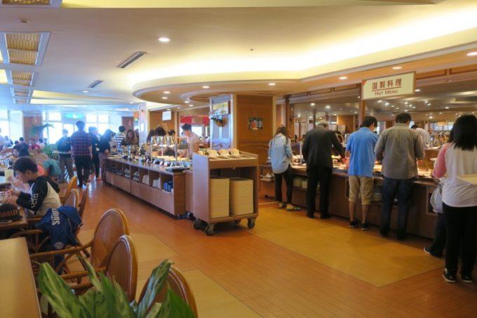 「リザンシーパークホテル谷茶ベイ」のレストラン谷茶ベイの朝食ブッフェの様子(その1)。