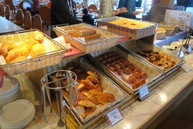 「リザンシーパークホテル谷茶ベイ」のレストラン谷茶ベイの朝食ブッフェの様子(その2)。