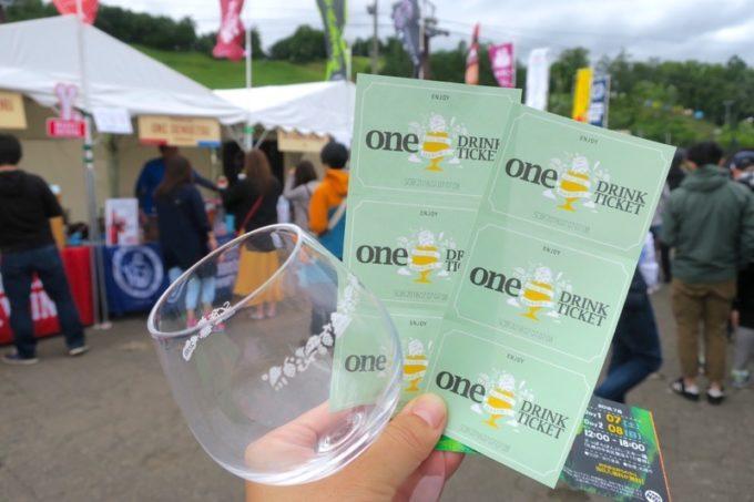 「SAPPORO CRAFT BEER FOREST 2018」のグラスとビールのチケット。