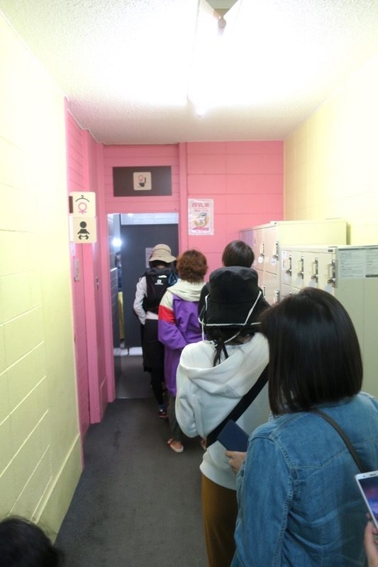 「SAPPORO CRAFT BEER FOREST 2018」ロッジの女子トイレの行列。
