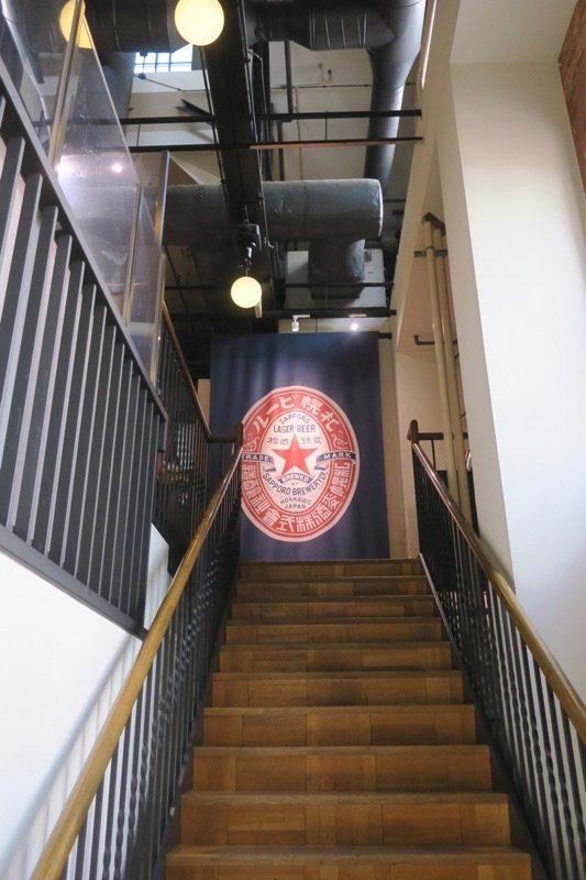 サッポロファクトリー内「札幌開拓使麦酒醸造所・見学館」を無料で見学するために2階へ向かう。