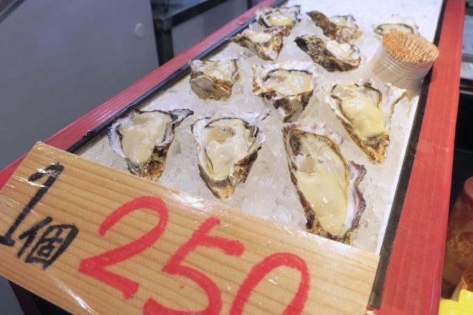 買ってその場で食べられる生牡蠣。