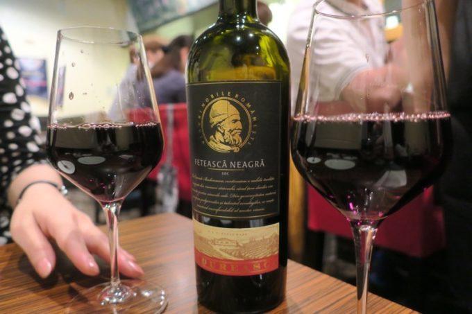 札幌・すすきの「オステリア大和亭」でグラスの赤ワイン2杯目。
