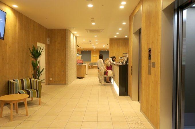「コンフォートホテル札幌すすきの」のフロント