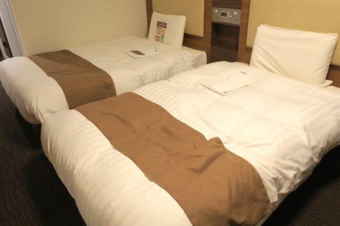 「コンフォートホテル札幌すすきの」ツインスタンダードのベッドはセミダブルだった。