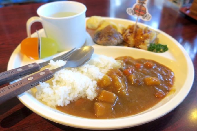 本部町「ドライブインレストランハワイ」のお子様カレー(550円)