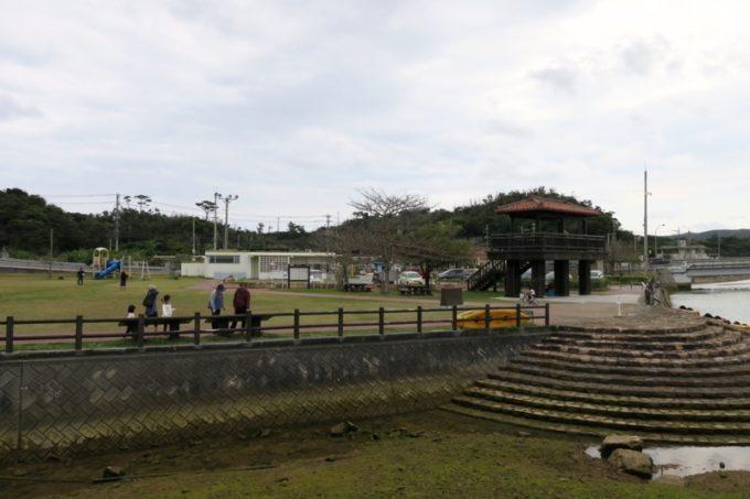 東村「慶佐次湾のヒルギ林」東村ふれあいヒルギ広場の広場。