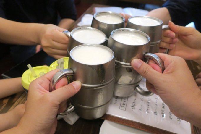 宜野湾「加藤食堂」のビールはオリオンドラフト(500円)だ。