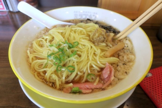 宜野湾「ラブメン本店」背脂煮干しスープに、替え玉をドボン。