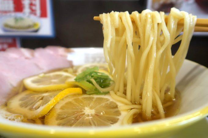 宜野湾「ラブメン本店」レモンの塩そば(700円)のもちもち麺