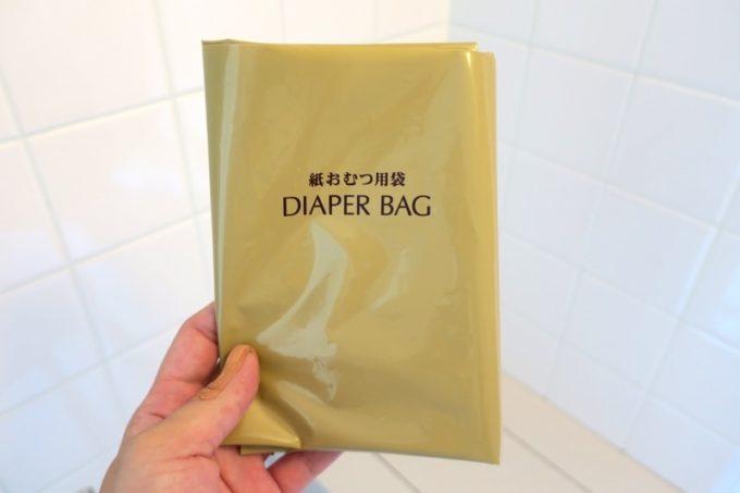 本部町「マリンピアザオキナワ」客室(和洋室)のトイレまわりには、紙おむつを入れる袋があった。