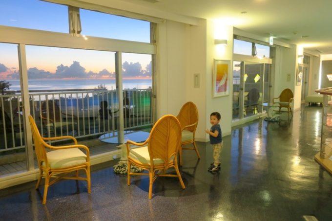 本部町「マリンピアザオキナワ」2階にある休憩スペース。