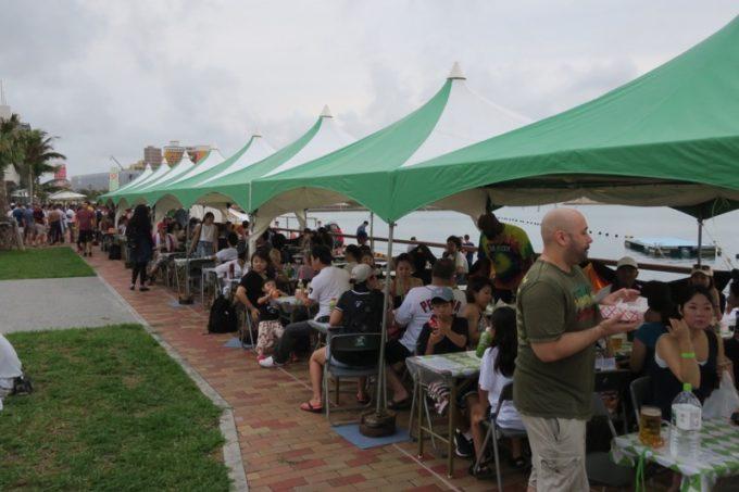 2017年10月14・15日に北谷フィッシャリーナで開催された「Okinawa Octoberfest(沖縄オクトーバーフェスト)」の有料席(6名掛け5000円)。