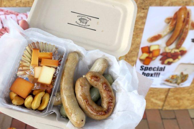 沖縄・北谷「Okinawa Octoberfest 2017(沖縄オクトーバーフェスト2017)」に出店していたプカプカプーカの特製ソーセージ盛り合わせ(950円)