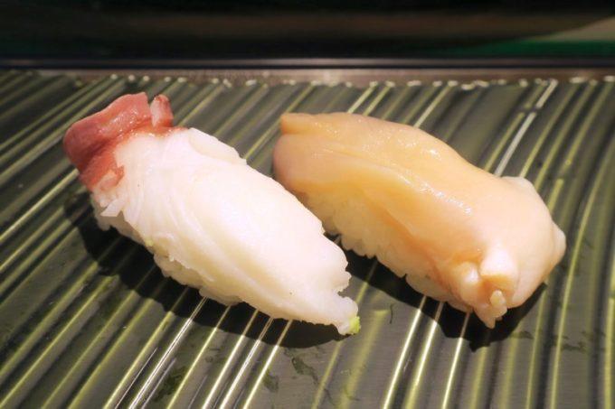 新千歳空港「北の味覚 すず花 ゲート店」の水ダコ(150円)と活ホッキ(300円)を追加。