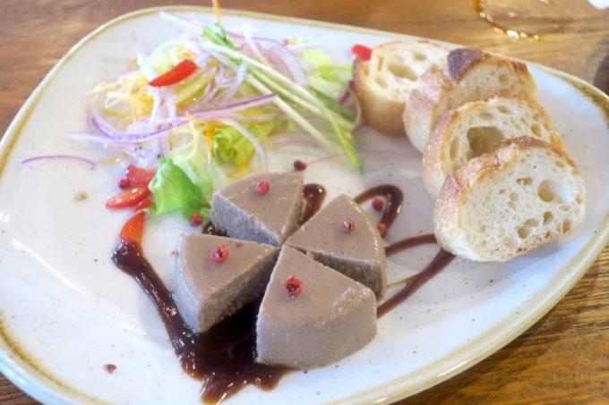 那覇「浮島ブルーイング」タップルームのパテ・ド・カンパーニュ(730円)